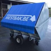 Ronde Mestbak 1.5M³ voorzien van handig dekzeil , tegen wind geur en insecten !